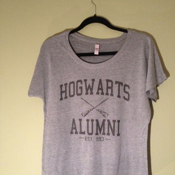 HARRY POTTER Hogwarts Quidditch Alumni on Dark Grey Flowy Women's Shirt
