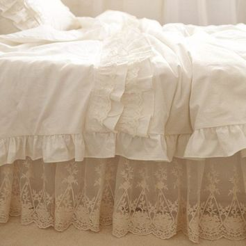 Top European style bedding set ruffle cake layer duvet cover quilt cover elegant lace embroidered bedspread bed skirt pillowcase
