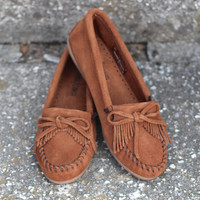 Minnetonka: Kilty Moccasin {Brown}