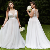 2016 Plus Size Wedding Dresses Summer Beach Bridal Gowns with Sheer Crew Neck Illusion Button Back Pregnant Lace Wedding Dress