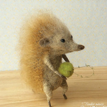 Felted hedgehog, needle hedgehog,cute hedgehog, waldorf doll, fairytale figurine, needle felt, stuffed toy, felt ornement, tender mouse