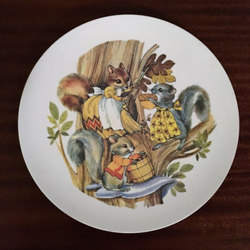 Vintage 1970s Hollywood By Formline CP52 Melamine Plate Featuring a Cute Squirrel Family Picture / Picnic Plastic Plate / Unbreakable