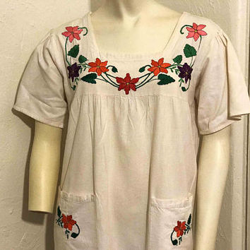 Vtg 1970s Mexican Dress with Floral Embroidery / Oaxaca Dress with Bright Flower Detail on Pockets and Neckline / Boho Artisan Hippie Dress