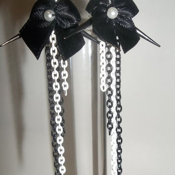 Black and White Chain Spiked Bow Earrings