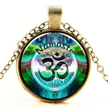 2016 Newest Style Casual Yoga OM Pendant Necklace Fashion Round Ethnic Silver Plated Colorful Murano Slass Jewelry 14K Gold Plated