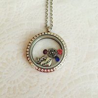 Abuela Large 30mm stainless steel memory locket with choice of stainless steel chain