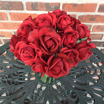 True Touch Roses. Realistic high quality roses in Red, White, Blue, Pink, Coral, Bold pink, Purple, Ivory, Yellow, Mint, Champagne.