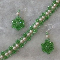 Beautiful Green Swarovski Crystals and Pearl Bracelet