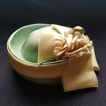 Vintage 1950s Pillbox Hat, Green Parasisal Straw Pill Box Hat with Cream Sash and Bow, Large Flower Detail, Mid Century Fashion Accessory