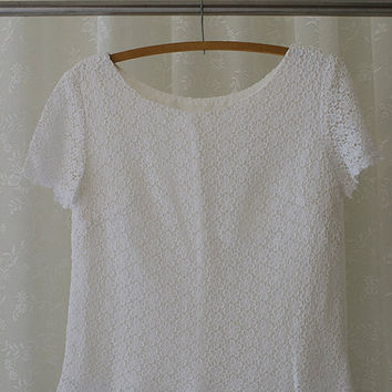 1970s Vintage White Daisy Pattern Lace Ladies Top