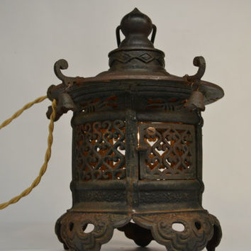 Antique Japanese Cast Iron Pagoda Lantern Lamp Light Lighting Vintage Garden