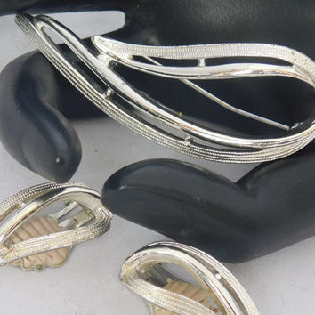 Sarah Coventry STUNNING 1958 Vintage Designer Beautiful Glistening Silvertone Brooch Pin Clip Earrings Signed Set! 208