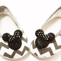 Minnie Mouse Embellished Gray Chevron Crib Shoes