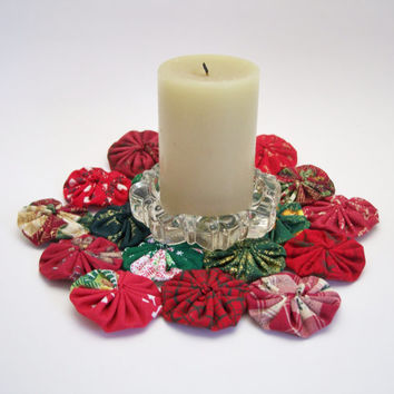 Old Fashioned Christmas Yo Yo Doily - Christmas Red and Green, Candle Mat, Hot Pad, Cottage Style, Victorian