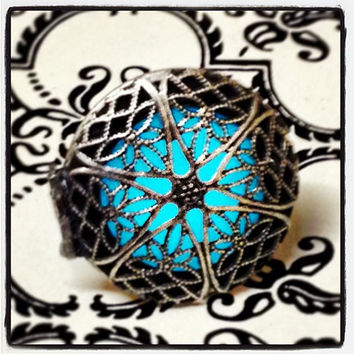 Bright Blue Glowing Window Locket Ring, Glows in The Dark, Adjustable Band, Statement Ring, Cosplay, Costume, Rave Blacklight, Steampunk