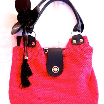Fushia crochet purse with flower