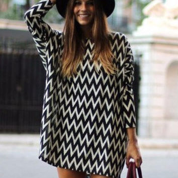 Black and White Zigzag Pattern Long Sleeve Tunic Chiffon Dress