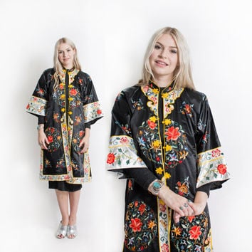 Vintage 60s Embroidered Robe - Chinese Black Silk Floral Asian Jacket - Medium / Large