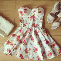 HOT STRAPLESS FLORAL DRESS