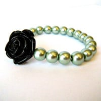 Black Rose Sage Green Pearl Beaded .. on Luulla