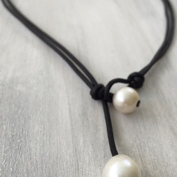 Leather freshwater pearl necklace, pearls on leather, leather and pearls, freshwater pearls, pearl jewelry, pearls, leather jewelry
