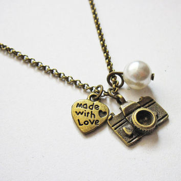 photography necklace, camera necklace, heart jewelry, photographer gift, camera jewelry, photography jewelry, heart charm, travel vacation