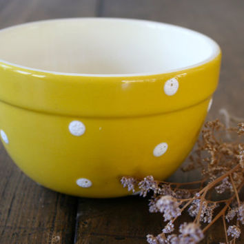 Diana Ware Yellow Spot White Ceramic Mixing Bowl Medium Size Stoneware Kitchenalia Food Photography Prop Australian Collectible Dianaware