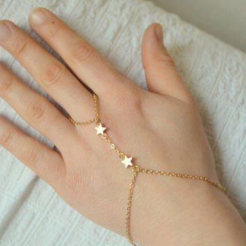 Flashing stars even refers to the bracelet