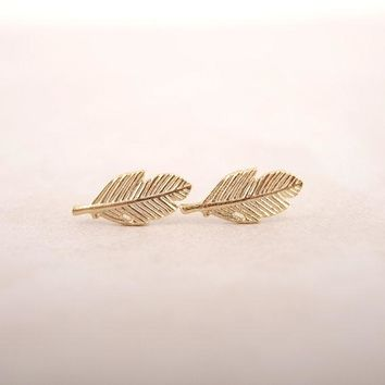 SMJEL New Fashion Punk Feather Earrings for Women Cool Leaf Earrings 2017 Small Vintage Stud Earings Party Gifts