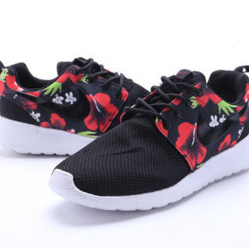n067 - Nike Roshe Run (Floral Prints Black/White/Red)