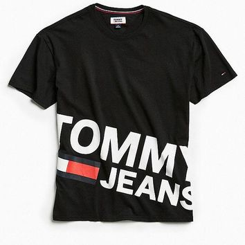 Tommy Jeans Essential Magnified Logo Tee