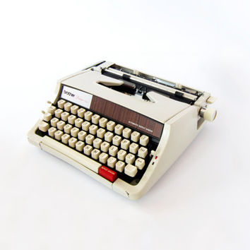 1970s Portable Brother Deluxe 1510 Typewriter. Fully Working, Includes Carry Case. 70s Retro Style.