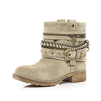 Beige wrapped chain strap military boots