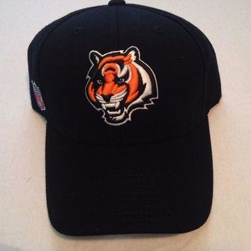 CREYONC. BRAND NEW CINCINNATI BENGALS REEBOK BLACK ADJUSTABLE CURVED BRIM HAT