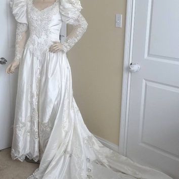 1980s Vintage Ivory Bride, Wedding Dress From England, Beaded, Sequins, Embroidered Appliqued Lace, Long Train, Vintage Wedding Dress