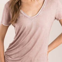 Short sleeve crochet detailed v-neck Tee-Shirt in Dusty Pink