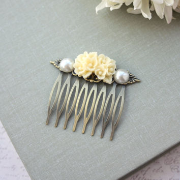 Romantic Ivory Floral Bouquet Flower, Ivory Pearl Collage Filigree Hair Comb. Bridesmaids Hair comb. Wedding Bridal. Floral Accessories.