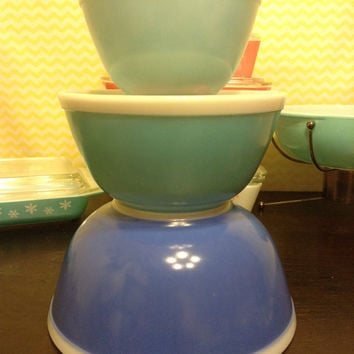 Pyrex Americana Blue Mixing Bowl Set 401,402,403.