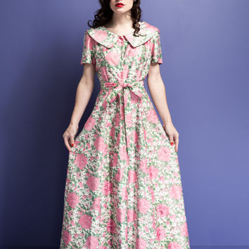 Vintage 1950s full length dressing gown / floral / back pleat train / matching tie belt / zipper front
