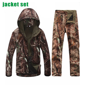 Gear Softshell Jacket Men Army Waterproof Warm Camo Clothes Windbreaker Fleece Coat Military Jacket Sets