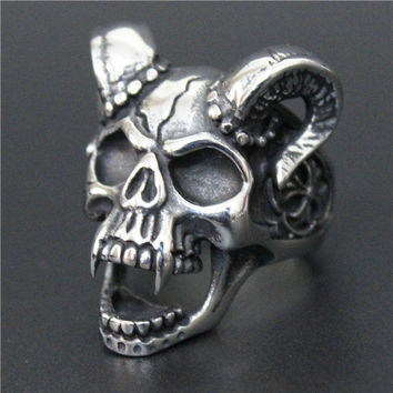 Gothic Nation - Skull Vampire Ring - Silver