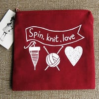 "SALE! Now 11 EUR, was 15 EUR! Red  ""Spin, Knit, Love""  Purse for spinners and knitters, Cloud lining, size S"