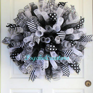 Black White Deco Mesh Wreath - Curly Spiral Wreath – Halloween Wreath - Sports Team – Chicago White Sox