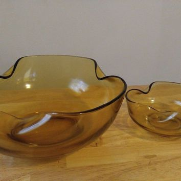 Vintage Anchor Hocking Glass Wavy bowl set (2)