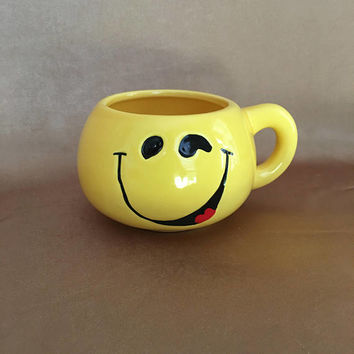 Happy Face Mug, Yellow Smiley Face, Kitsch Gift, 70s Coffee Cup, Bright Yellow Color, Hangover Gift, Office Party Gift, Happy Face Planter