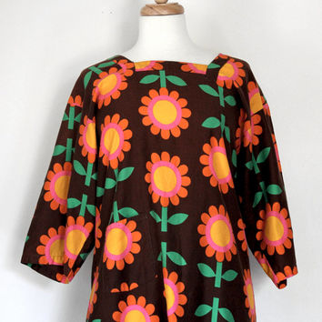 Vintage 60s Apron / Mod Flower Power Design / Vintage Accessory / Shirt Style Apron / 60s Fashion