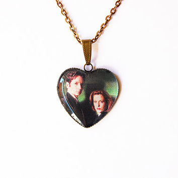 "Fox Mulder (David Duchovny) and Dana Scully (Gillian Anderson) From Television Series ""The X-Files""- Handmade Heart Cameo Pendant Necklace"