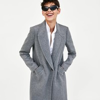 MASCULINE COAT WITH LAPELS DETAILS
