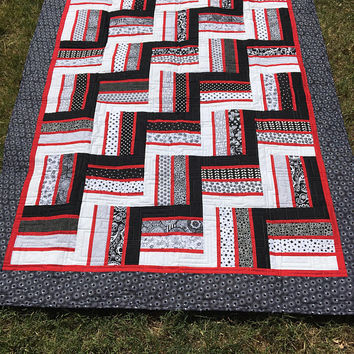 Twin Bed Quilt - Rail Fence Quilt - Black, White, Red Quilt - Traditional Quilt -  Dorm Bed Quilt