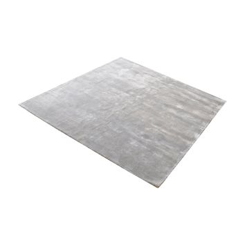 8905-135 Auram Handwoven Viscose Rug In Silver - 16-Inch Square